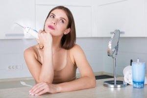 Ist eine Munddusche sinnvoll? – Was für und gegen das Mundhygiene-Gerät spricht